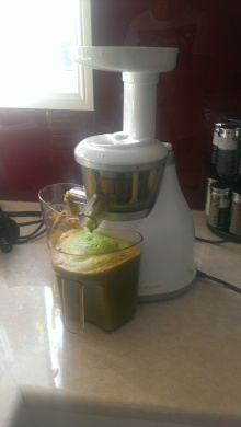 Hurom juicing